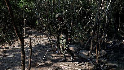 Explosión de coche bomba en batallón militar en el noreste de Colombia deja 23 heridos
