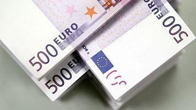 Euro settles near one-month high after inflation jolt