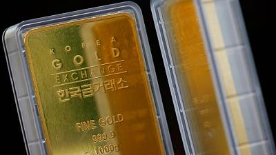 الذهب يتعافى بعد عمليات بيع مكثفة مع توقف صعود الدولار