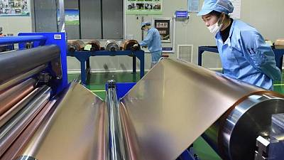 MERCADOS BÁSICOS-Cobre cae a mínimo de 7 semanas mientras China vende reservas estratégicas