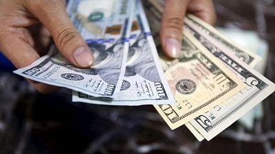 FOREX-Dólar pierde fuerza tras últimos comentarios de la Fed; el bitcóin se desploma