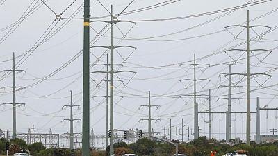 Mientras temperaturas suben, California y Texas piden conservar energía