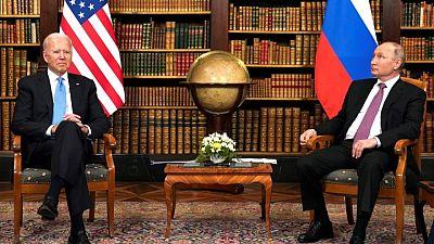 """بايدن يبلغ بوتين بضرورة """"حظر"""" بعض الهجمات الإلكترونية"""
