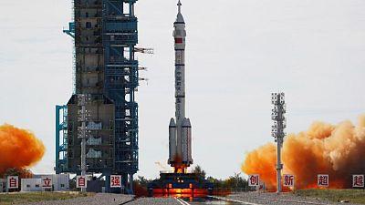 رواد صينيون يصلون إلى الوحدة الرئيسية بمحطة الفضاء الصينية