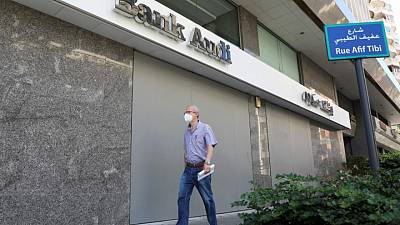 بنوك لبنان عالقة في دوامة التراجع: الوظائف تتقلص والإقراض يهوي