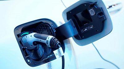 Daimler acelera el cambio a vehículos eléctricos: medio