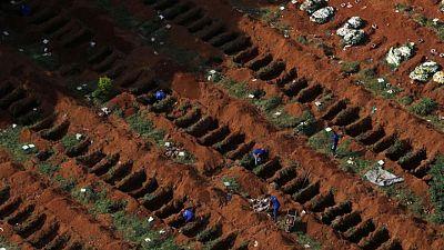 El número de muertos de COVID-19 supera los 4 millones