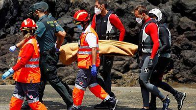 إنقاذ عشرات المهاجرين ومقتل 4 بعد اصطدام قاربهم بساحل صخري في إسبانيا