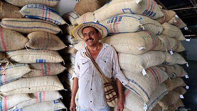 Tostadores de café EEUU buscan asegurarse suministros de Colombia, mientras precios suben
