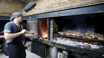 Argentina anunciará acuerdo para reiniciar las exportaciones de carne la próxima semana: fuentes