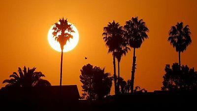Residentes del suroeste de EEUU, abochornados en quinto día de calor récord