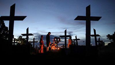Brasil registra 2.495 nuevas muertes por COVID-19; número de casos se dispara