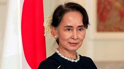 احتجاجات بالزهور في ميانمار بمناسبة عيد ميلاد سو تشي السادس والسبعين