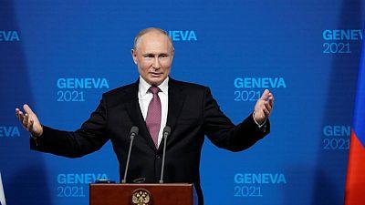 وكالة: بوتين يهنئ رئيسي بالفوز في انتخابات إيران