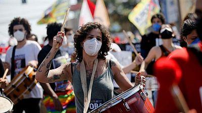احتجاجات بالبرازيل تحمل الرئيس مسؤولية تجاوز وفيات كورونا نصف المليون