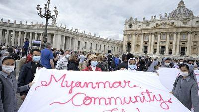 Bergoglio chiede corridoi per consentire aiuti umanitari