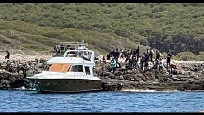 Arrivati a bordo di uno yacht 83 pachistani, comprese due donne