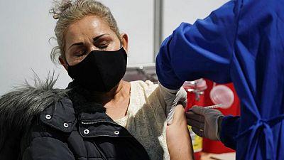 Muertes por COVID-19 en Colombia superan las 100.000 en medio de implacable tercera ola