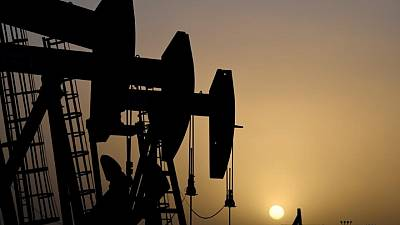 Oil falls but sentiment stays strong on demand recovery hopes