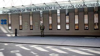 أوبك+ تتفق على زيادة إمدادات النفط بعد توصل السعودية والإمارات لحل وسط