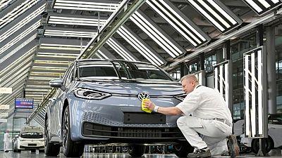 Volkswagen sticks to 2021 profit margin forecast despite chip crunch