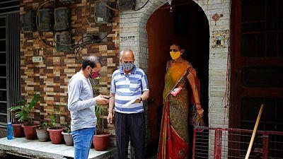 India recurre a voluntarios para promocionar las vacunas de COVID-19 entre los pobres