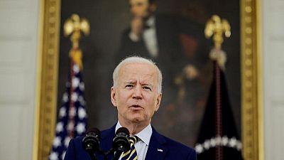 Biden dice que hay que hacer frente a problemas creados por las grandes tecnológicas: Casa Blanca