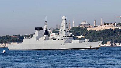روسيا تقول إنها طاردت مدمرة بريطانية في البحر الأسود