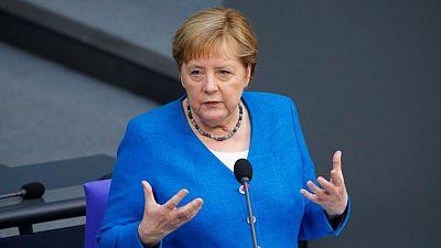 Merkel dice que Alemania podría necesitará rescatar a 10.000 personas de Afganistán