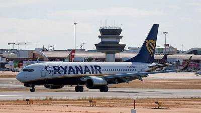Ryanair nudges up annual traffic forecast on strong summer bookings
