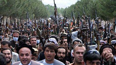 Un ataque de talibanes provoca el incendio de un hospital afgano y destruye vacunas de COVID-19