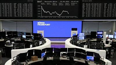 Global shares sink as COVID-19 cases spike