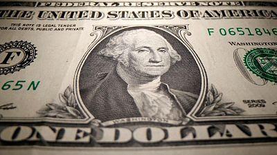 الدولار مستقر والإسترليني يهبط قبل اجتماع لبنك إنجلترا
