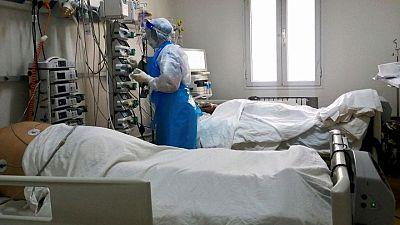 وزارة الصحة التونسية تقول إن المنظومة الصحية بالبلاد انهارت