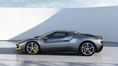 Ferrari presenta un deportivo híbrido de 320.000 dólares en carrera por autos eléctricos