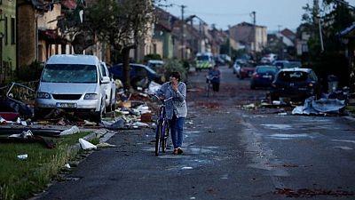 Un tornado arrasa pueblos y mata a tres personas en la República Checa