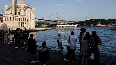 عدد الوافدين الأجانب لتركيا في مايو أقل من رُبع المسجل في 2019