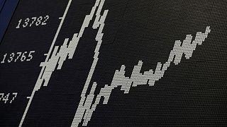 MERCADOS GLOBALES-Bolsas y monedas operan estables con inversores a la espera de minutas de la Fed