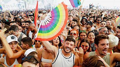 شوارع تل أبيب تغص بالمشاركين في الاستعراض السنوي للمثليين