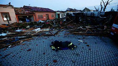 مقتل خمسة في إعصار نادر الحدوث اجتاح جنوب التشيك