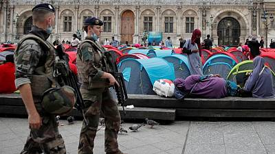 Police clear central Paris of hundreds of protesting migrants