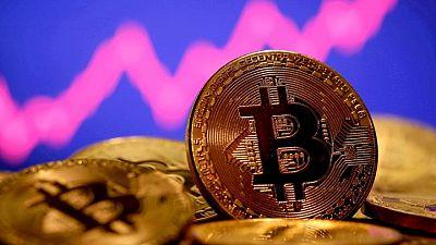 العملة المشفرة بتكوين تصعد 5.4% إلى 36361.69 دولار