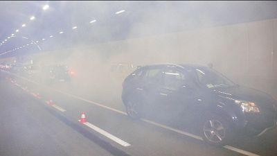 A bordo di auto che si è scontrata contro furgone,4 feriti gravi