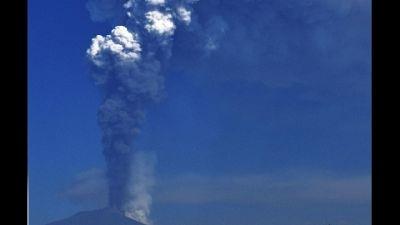 Trabocco lavico da stesso cratere, aeroporto Catania operativo