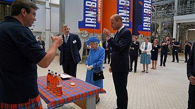 UK queen visits Irn-Bru factory, Prince William tastes the 'girders'