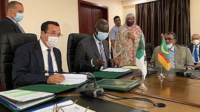 La Mauritanie et la Banque africaine de développement signent deux accords de don de plus de huit millions de dollars pour l'investissement, l'emploi des jeunes et la gouvernance