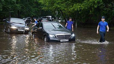 أمطار غزيرة تغرق الشوارع ومحطات قطارات أنفاق موسكو