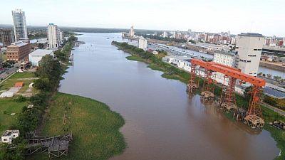 Argentina licitará por un año dragado de río Paraná, prepara concesión más extensa: ministro