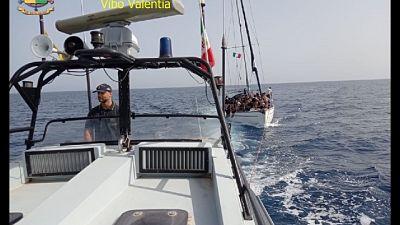 Scortate in porto dalla Guardia di finanza, fermati 2 scafisti