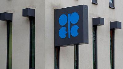 أوبك تعتزم استئناف محادثات سياسة النفط يوم الاثنين بعد عرقلة إماراتية